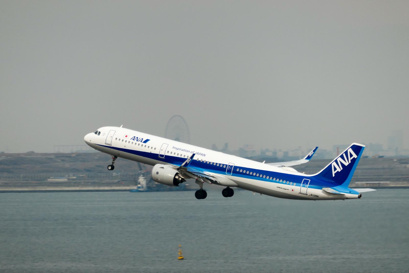 羽田空港から離陸するANA